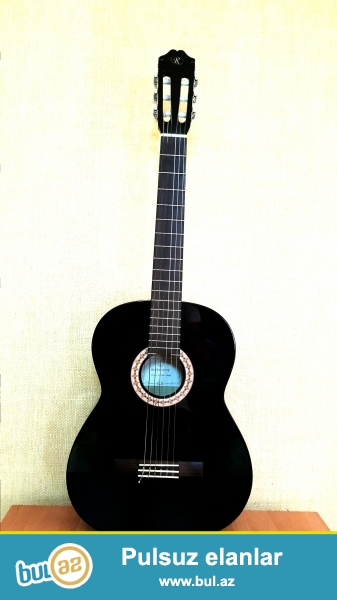 Klassik gitara Rivertone..Qara reng.ela vezyetdedir...