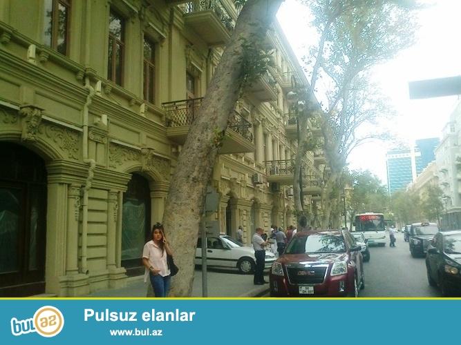 Cдается 2-х комнатная квартира в центре города, по улице З...