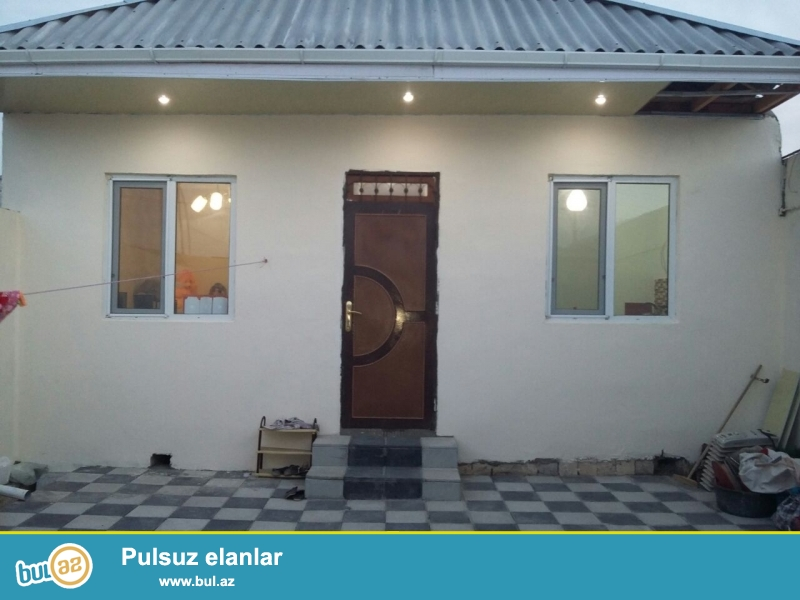 Bineqedide Gulustan 15-de 1 sotda 55 kv 3 otaq h/t , metbex temirli heyet evi satilir...