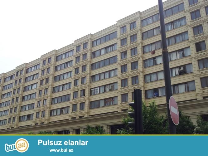 Cдается 3-х комнатная квартира в центре города,в Сабаильском районе, рядом с метро Ичеришехер ...
