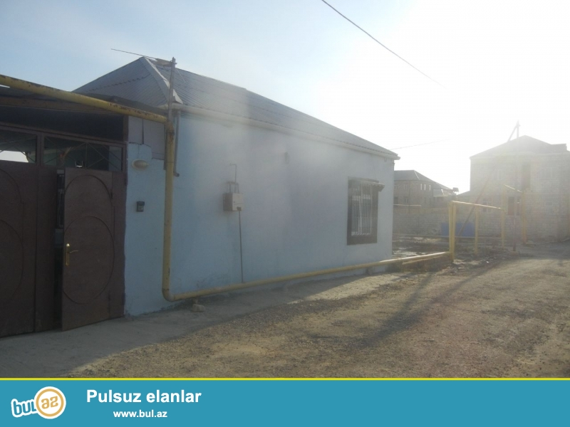 Bineqedide Gulustan 15-de 1,3 sotda 65 kv kursulu 3 otaq h/t, metbex temirli heyet evi tecili satilir...