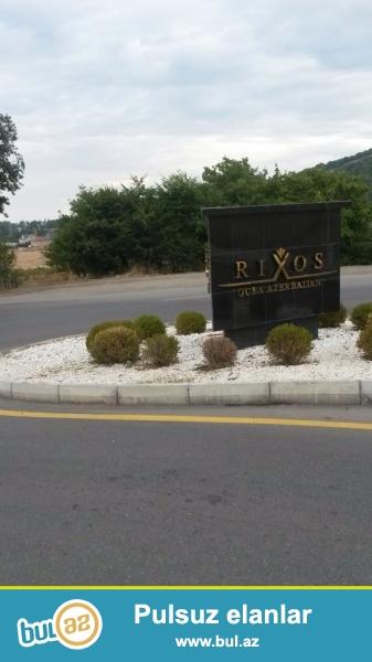 """Quba seheri """"Rixos Hotel"""" ile uzbe-uz """"92 sot"""" torpaq sahesi satilir, tikinti ucun elverisli seraiti var, qiymetde razilasmaq olar..."""