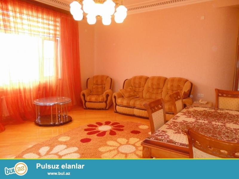 **РУФАТ*АЙНУР**   Сдается   3-х   комнатная  квартира   у  метро  28  МАЯ,   в   комплексе  ГЮЛЮСТАН,   16   12,   135 кв...