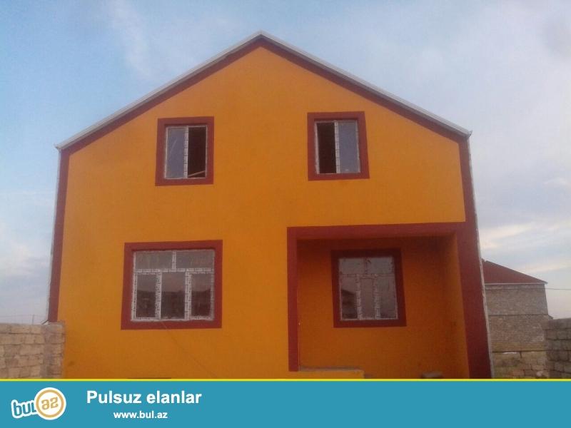 Yeni Ramanada yoldan 150 metr mesafede tecili olaraq ev satilir...