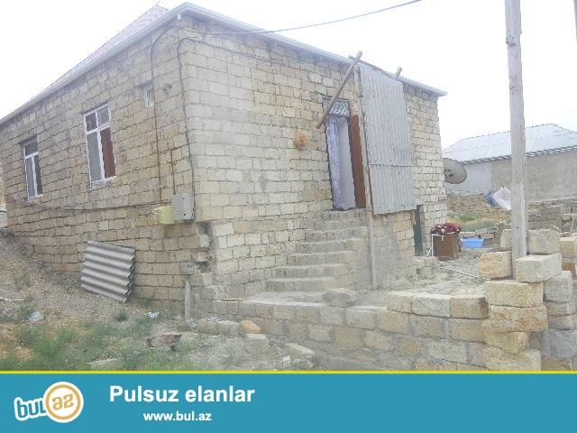 BIneqedide merkezde 133 nomreli marwurutun son dayanacagina yaxin  3 otaqli umumi sahesi 90 kv ev satilir...