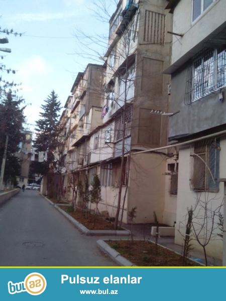 Продается 2-х комнатная переделанная в 3-х комнатную квартиру, по проспекту Азадлыг, около Нефчи базы, общая площадь 60 кв...