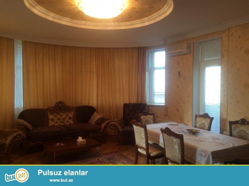 Срочно сдаётся в аренду  2 комнатная квартира  нового строения   4/16, 106 квадрат  рядом с Лидер ТВ по улице Алескера Алекперова...