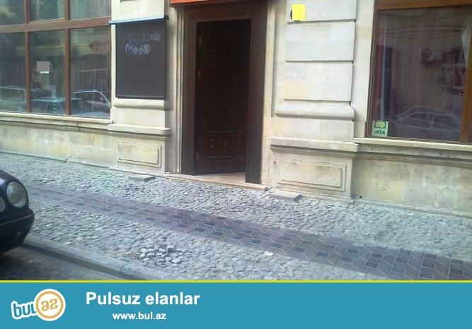 Сдается готовое кафе в центре города на самой улице Низами (Торговая), общая площадь 150 кв...