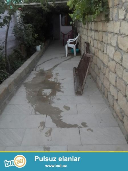 Bineqedi rayonu Bineqedi qesebesinde 182 nomreli mektebin yaninda 1.5 sotun icinde tikilen 70kvm  3 otaqli orta temirlidir...