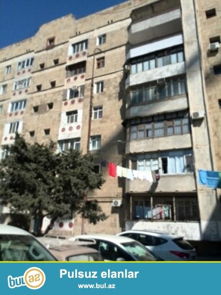 Продается 2-х комнатная квартира переделанная в 3-х комнатную, около метро Хатаи, по улице Сабит Оруджов, экспериментальный проект, каменный дом, 2/7, общая площадь 60 кв...