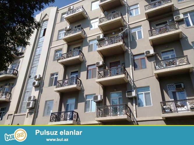 Cдается 2-х комнатная квартира в центре города, около метро Ичеришехер...