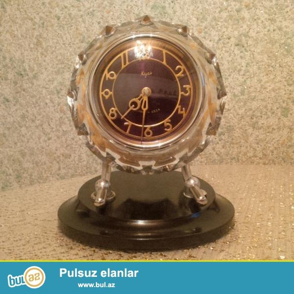 salam. 1975-ci ilin antik sayılan mayak saatı, korpusu təmiz xrustaldir, orjinaldır. heç bir zədəsi çatışmazlığı yoxdur, daim nəzarətdə təmiz saxlanılıb...