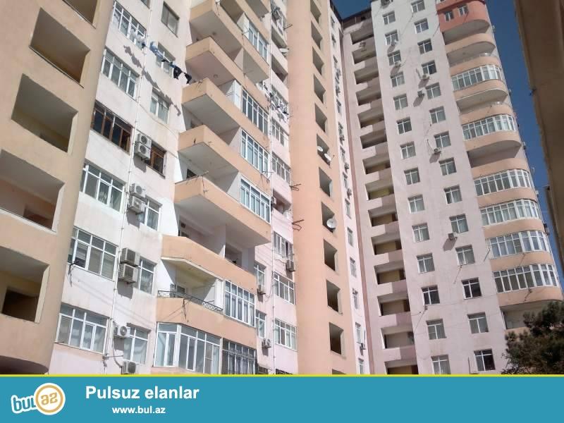 В районе Ясамал, около круга Гелебе, в элитном, 100% заселенном комплексе с Газом и Купчей продается 3-х комнатная квартира, 17/17, МАНСАРД, общая площадь 150 кв...