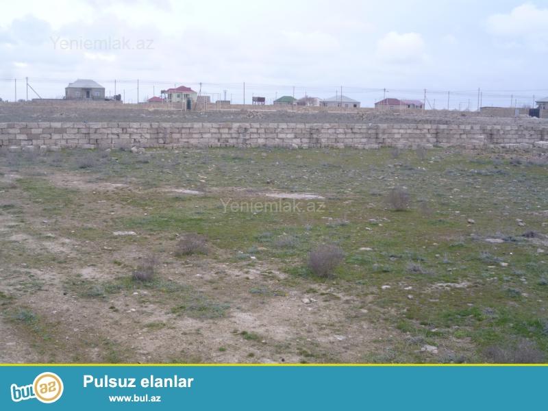 Türkanda,dənizdən 500 metr aralıda yerləşən,dörd tərəfdən beş daş hasarla hasara alınmış 12 sot torpaq sahəsi satılır...