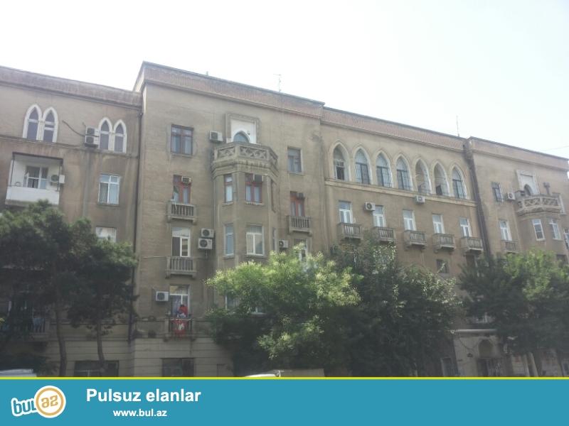Продается 3-х комнатная квартира, по улице Ага Нейматулла, около Наримановского Суда, проект сталинка, каменный дом, 4/5, общая площадь 80 кв...