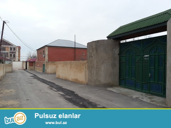 Zig beton yolu Akkord garajina yaxin yerde hasarin icinde 3 ve ya 4 sot her bir seraiti olan torpa...