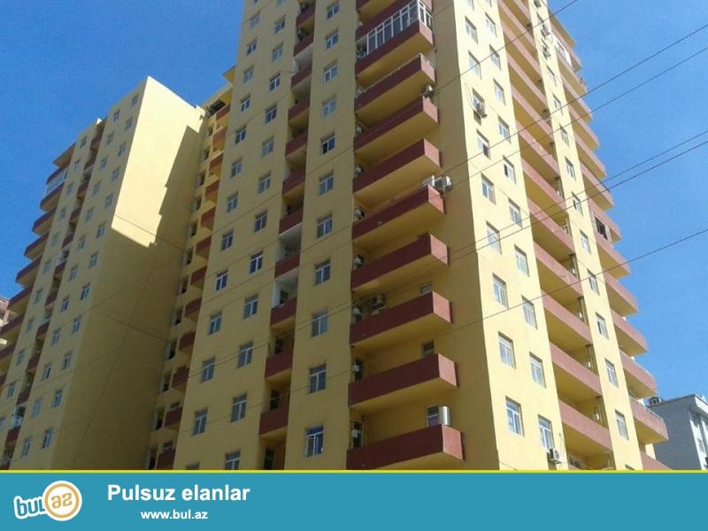 В районе Ени Ясамал, около Беяз маркет, в элитном, жилом комплексе с Газом продается 3-х комнатная квартира, 18/15, общая площадь  105 кв...