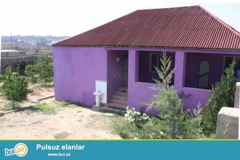 Dübəndidə 5 sot torpagin içərisində ümumi sahəsi  100 kv/m olan 3 otaqlı bağ evi satılır...