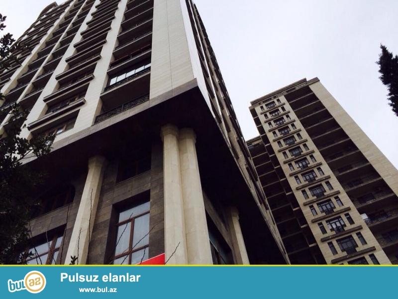 В центре, около Цирка, в элитном комплексе «АБУ ПАРК ПРЕМИУМ» сдается  роскошная 4-х комнатная квартира, 20/5, общая площадь 182 кв...
