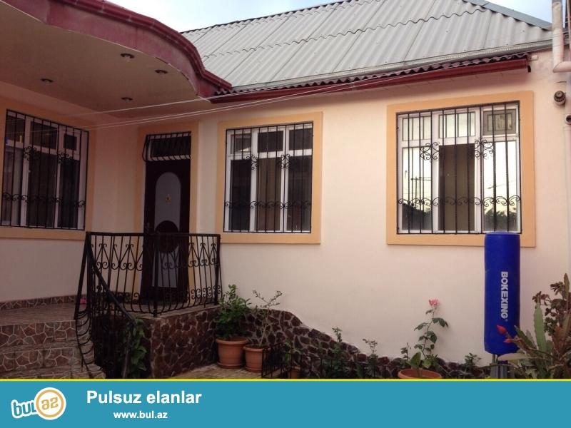 Bineqedi rayonu Gulusdan kucesinde 2.5 sotda tikilmiw 4 otaqli umumi sahesi 120 kv olan tam temirli ev satilir...