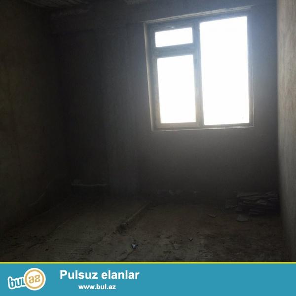 yeni yasamalda qazli binada 1otaqli padmayaq menzil 47kv, tam yasayisli binadir.