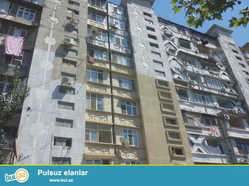 Продается 2-х комнатная квартира переделанная в 3-х комнатную, недалеко от парка Нариманова, по улице М...