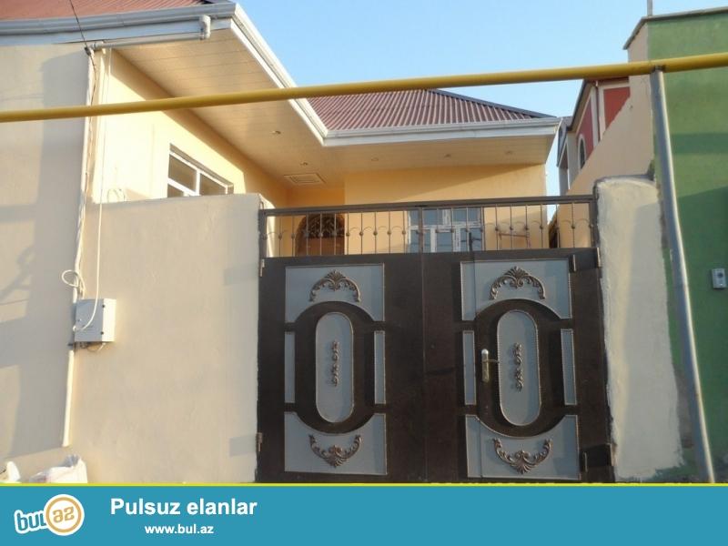 Срочно! В посёлке Бинегеди в элитном участке Гюлюстан  в 7 переулке  продается 3-х комнатный частный дом нового строения расположенный на  1...