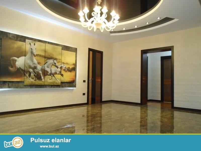 Около метро Елимляр напротив БГУ, продаётся 4 комнатная квартира,этаж 5/16,общая площадь 180кв...