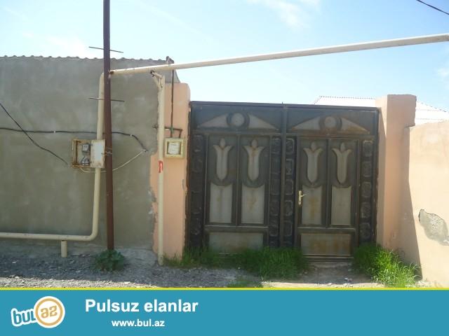 PƏRVİZ Sabunçu rayonu Zabrat 1 qəsəbəsi  polklinikadan 200 metr məsafədə 2...