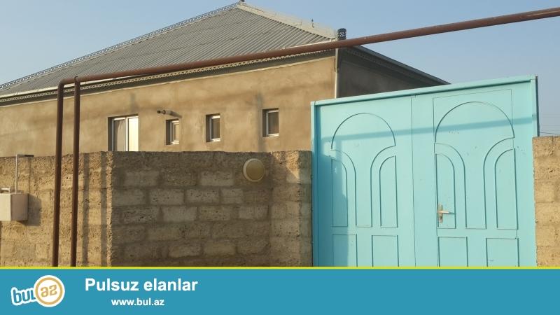 xezer rayonu bine qesebesinde 4 sotda tikilmis orta temirli 4 otaqli heyet evi satilir...