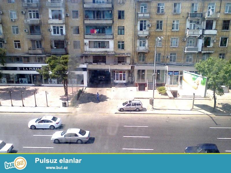 Azadlıq Teymur Əliyevin kəsişməsində Stalin layihəli binada 1-2 yə təmir olunmuş mənzil satılır...
