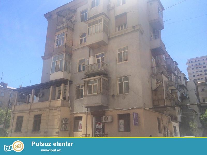 H.Cavid pr.,Elm.Akademiyası metrosuna 5-dəq. məsafədə yerləşən,5 mərtəbəli, stalinka layihəli binanın podvalı, 47 kv...
