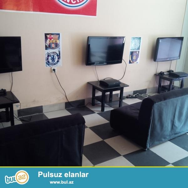 Salaon ucun Playstation satilir...7 eded televizor, 7 eded playstion 2, eded playstion 3 7 eded qabag stolu, 7 eded divan...