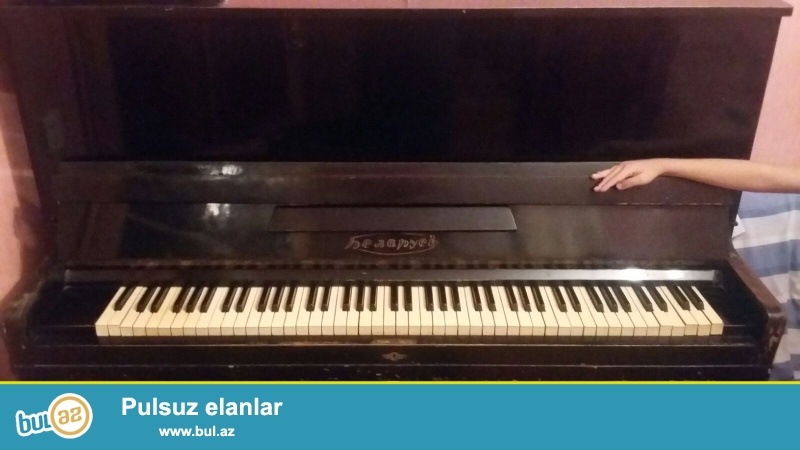 Pianino satılır. Belarus . 2 pedalli