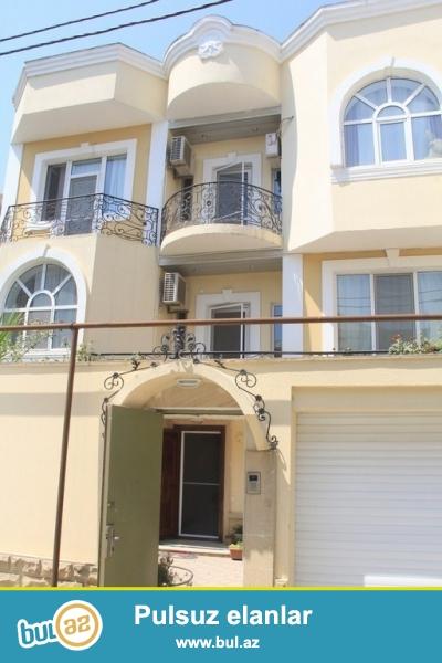 Очень срочно сдаётся в аренду 4-x этажный особняк с  мини мансардой и  с круговой верандой, особняк расположенный  вблизи проспекта  Ататюрк   неподалёку от м/с  Генджлик ! Дом расположен на  в 3...