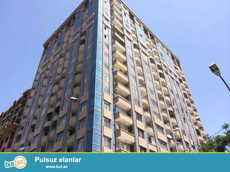 В элитном районе, на пр. Азадлыг, около посольство США, в полностью жилой комплексе с Газом сдается 3-х комнатная квартира, 17/8, общая площадь 93 кв...