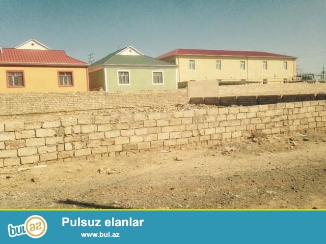 Sabunçu rayonu, Zabrat 2 qəsəbəsi, əsas yoldan 20 metr məsafədə hasarın içində 16 sot boş torpaq sahəsi satılır...