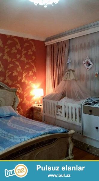 Seherin merkezinde,Azadliq prospekti ve Olimpik Stara yaxin yerde 3 otaqli temirli kupcali heyet evi tecili satilir,ev temirlidir,umumi sahesi 70 kv...