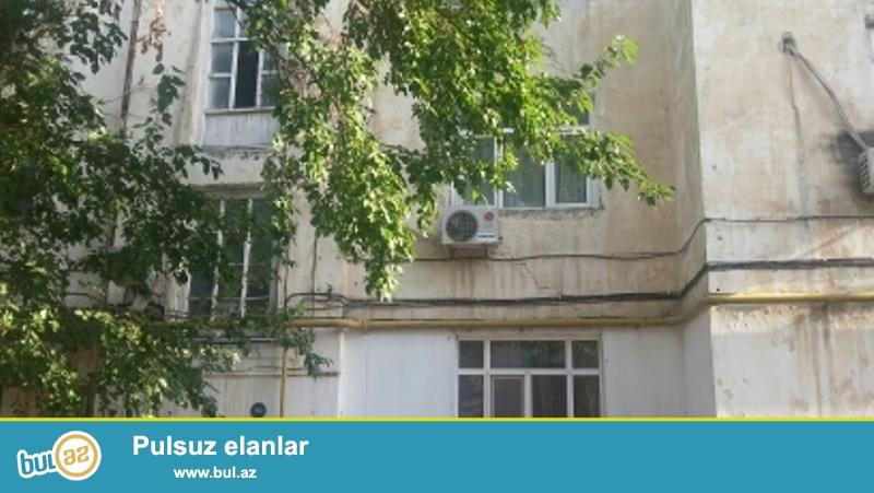 Продается 2-х комнатная квартира, по проспекту Азадлыг, около к/т Дружба, 2/4 этажного здания, проект немка, с отличным ремонтом, полы ламинат, санузел совмещен, большой зеленый двор...