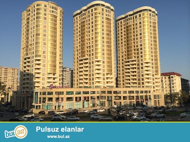Продается 4-х комнатная квартира в одном из самых престижных районов Баку на проспекте Строителей около ЦСУ...