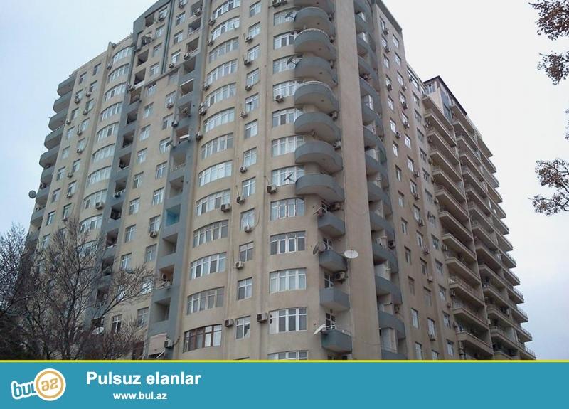 В элитном районе, около Насиминского рынка в жилом комплексе с Газом сдается 3-х комнатная квартира, 18/12, общая площадь 100 кв...