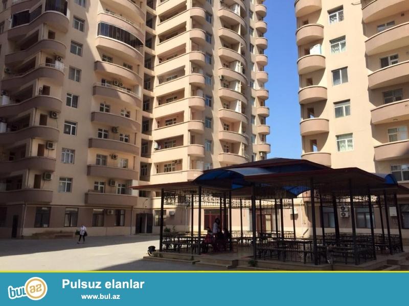 В центре одного из самых престижных районов метро «Эльмляр Академиясы» - на проспекте Матбуат около «Бакинского Государственного Университета» выставлена на продажу 4-х комнатная элегантная квартира, располагающаяся на пятом этаже жилого комплекса...