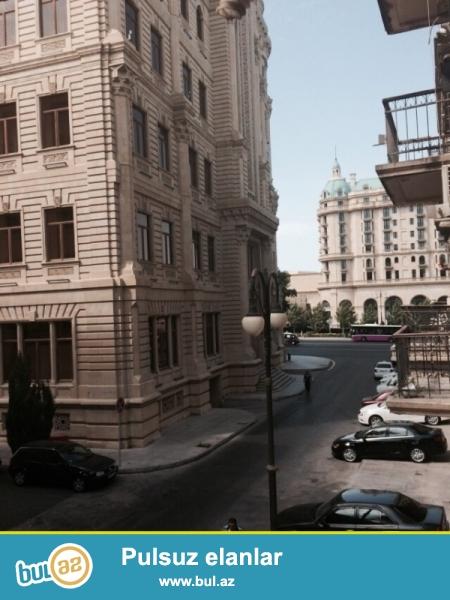 Эксклюзивное предложение! В самом Элитном месте города, на площади Азнефти продается 3-х комнатная квартира , проект сталинка, 2/5, середина, сквозная, общая площадь 107 кв...
