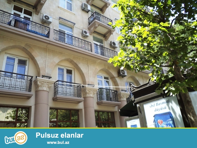Cдается 3-х комнатная квартира в центре города, по проспекту Бюль Бюль, рядом с кинотеатром «Нигами»  Этаж 4/4...