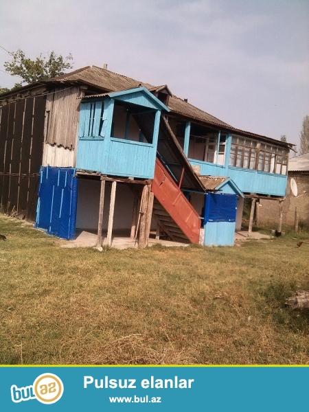 Şabran Rayonu Vidadi Abdullayev küçəsində yerləşən həyətyani sahəsi 44 sot olan 2 mərtəbəli ev satılır