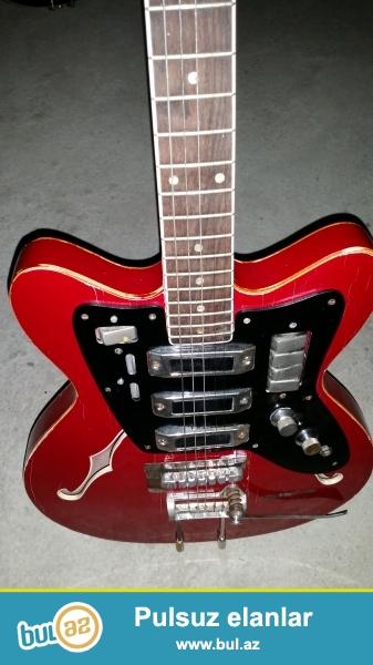 iki gitara satiram biri tornada biri special yolona yaxsi veziyyetde special 300 manat