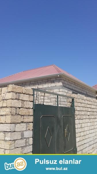 rosundan 12 deqiqelik , Masazirin girisinde, cox tecili  65 kv metrlik tam təmirli  2 otaqlı ev satilir...