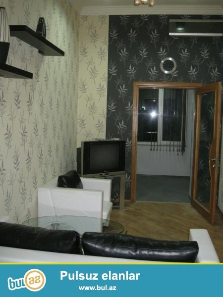 Очень  срочно! Продается  2-х комнатная  квартира старого строения  ПЛОЩАДЬЮ 50 кв  2/3,  рядом с  площадью фонтанов ...
