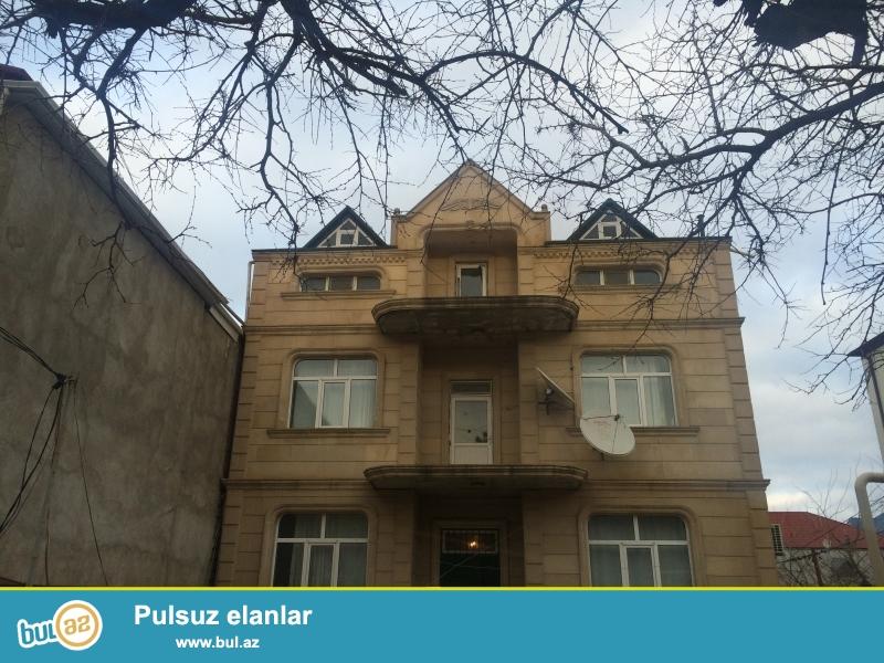 Tecili-Tecili Vorovskide 3 mertebeli temirli, sheraiti olan Villa satilir...