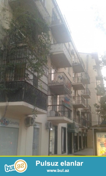 В самом элитном районе,  напротив посольство Россия, каменный дом, минский проект, 5/1, раздельные, светлые комнаты, хороший ремонт, полы паркет, окна PVC, чистая, уютная квартира продается со всей новой мебелью и бытовой техникой, вст...